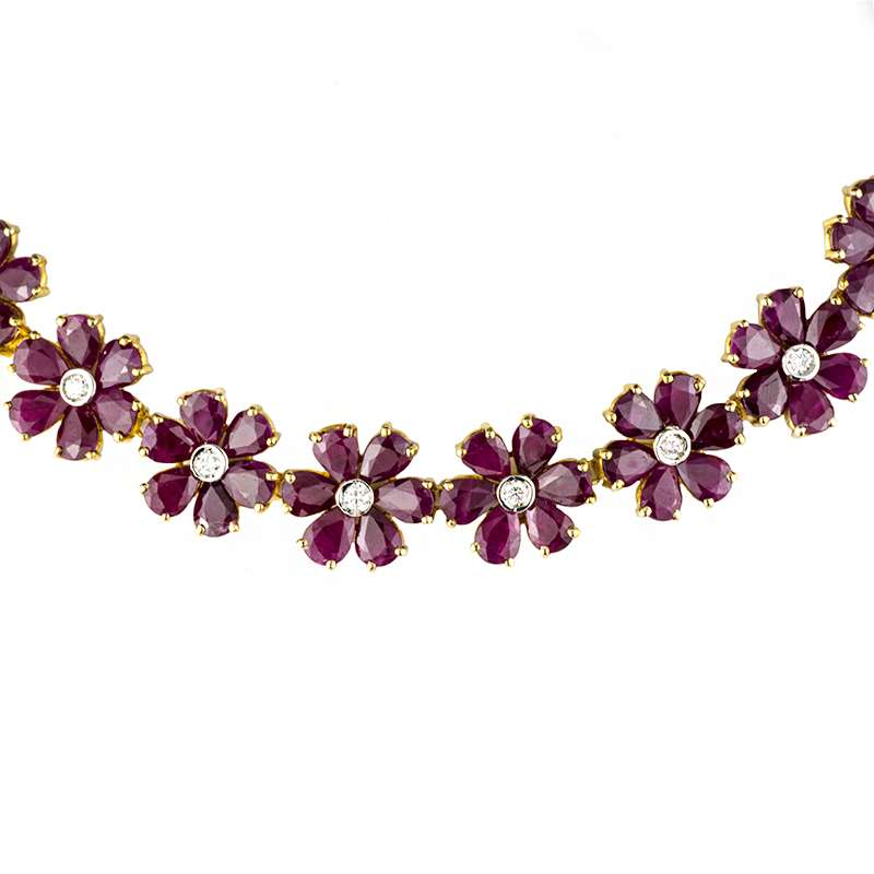 18k Yellow Gold Ruby & Diamond Flower Necklace & Earring Suite 133.00ct